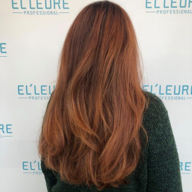 Denk je aan de herfst, denk je aan warme, roodbruine kleuren. Deze prachtige kleuring van Elleure educator @authent_hair past daar dus perfect bij!  #Elleure #Elleureprofessional #haar #haarkleur #kapper #kapsalon #inspiration #instahair #instacolour #hairstyle